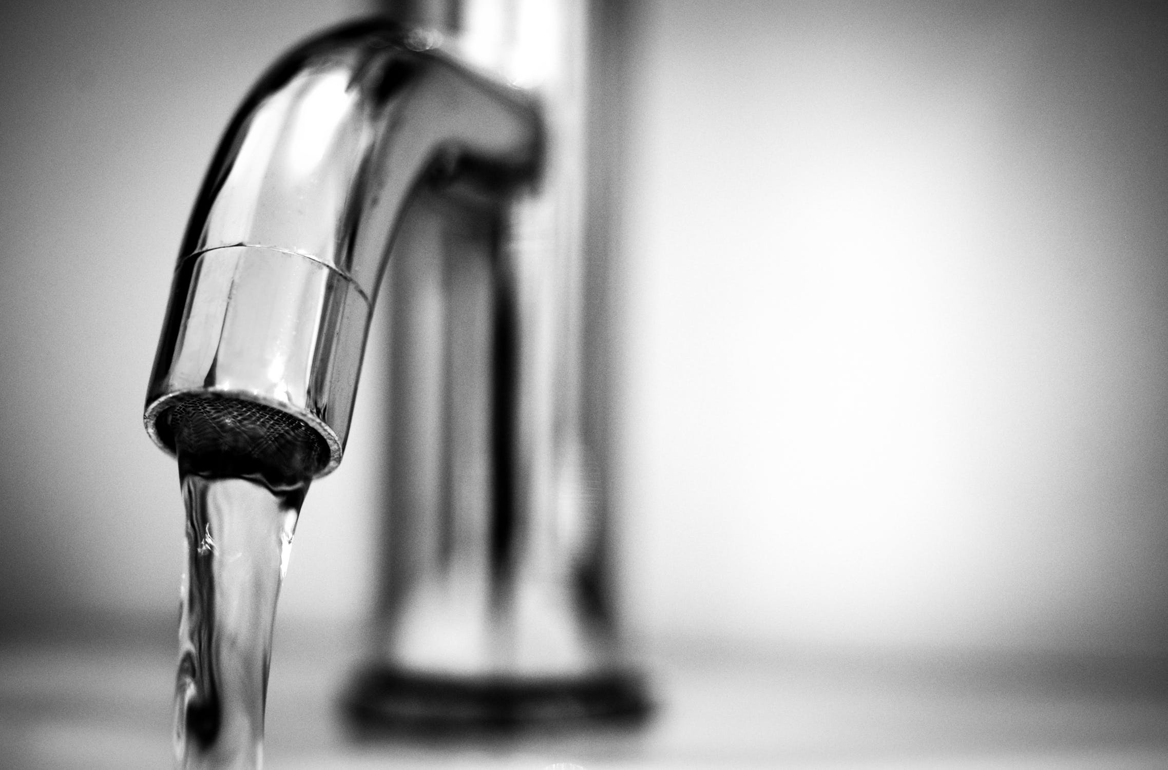 water-tap-black-and-white-macro-615326-1